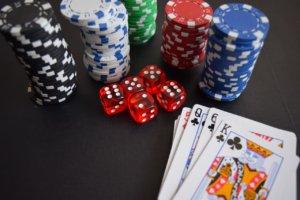 Sådan spiller du baccarat og vinder penge